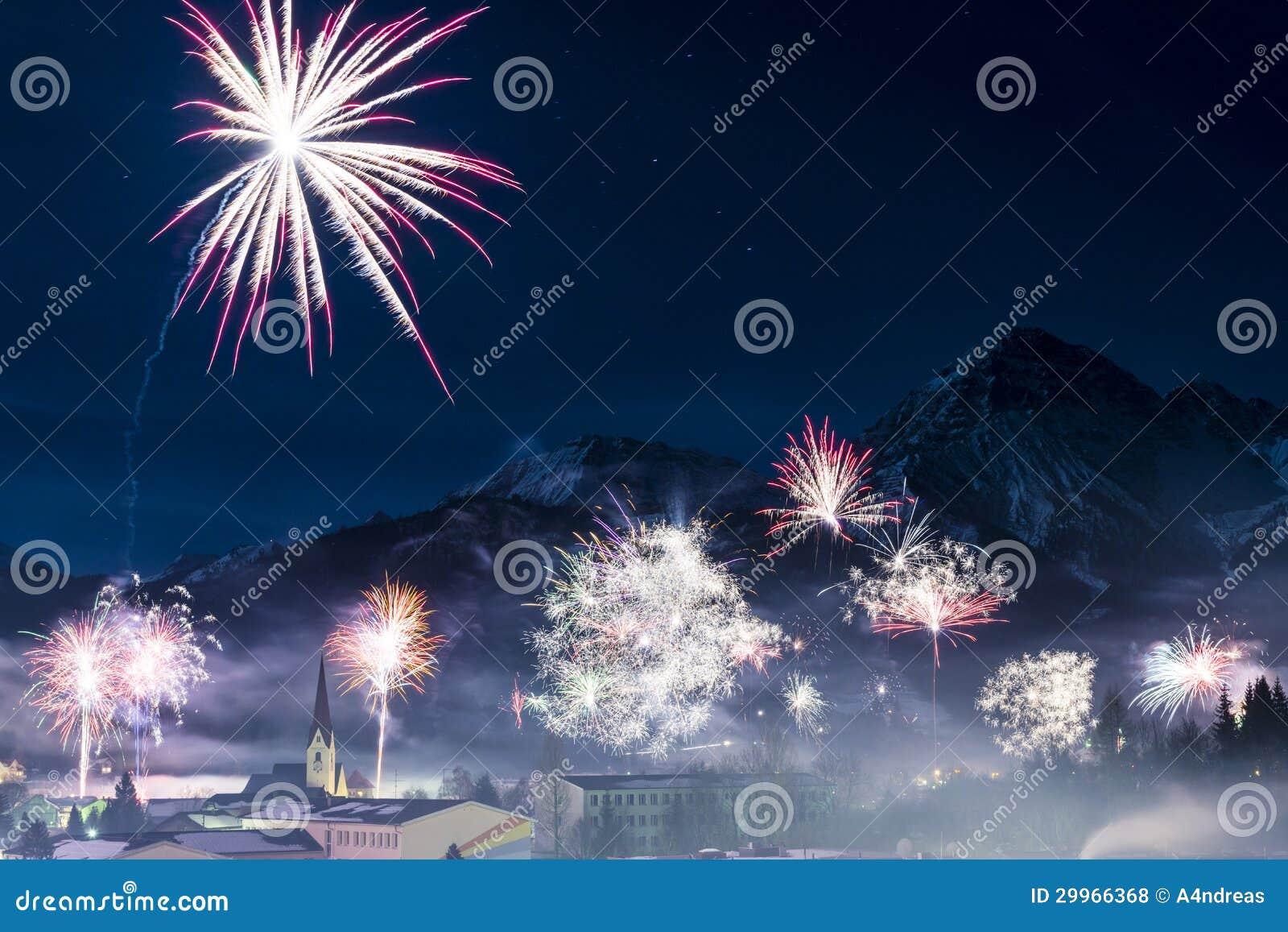 feu d artifice de rocket au jour de nouvelles 233 es photos libres de droits image 29966368