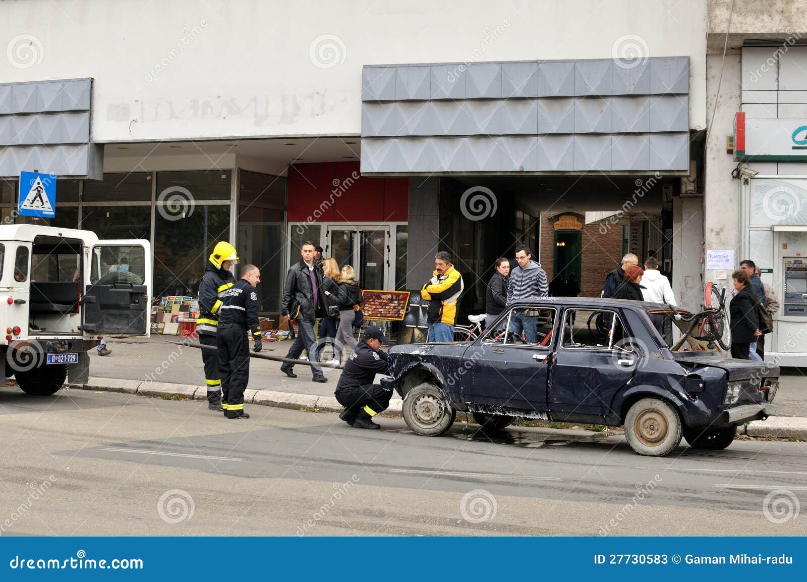 Feuer auf Straße in Zajecar, Serbien
