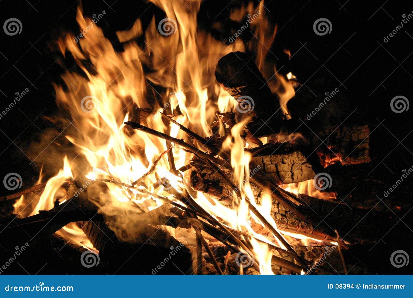 Feuer nachts