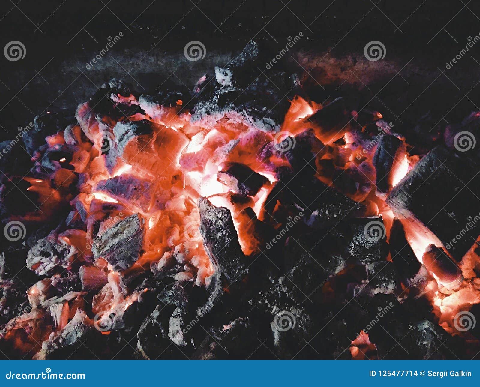 Feuer und Kohlen