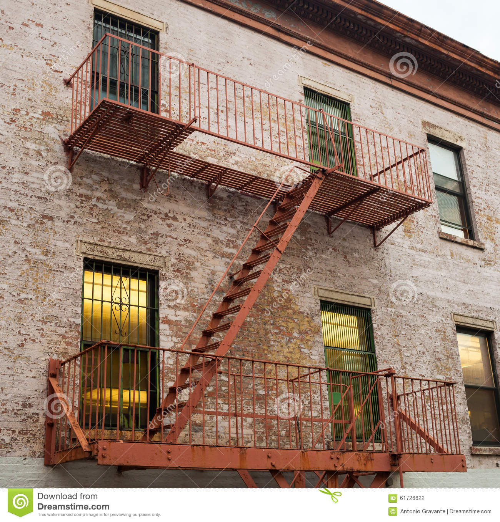 feuerleiter eines alten hauses in new york stockfoto bild von rettung geb ude 61726622. Black Bedroom Furniture Sets. Home Design Ideas