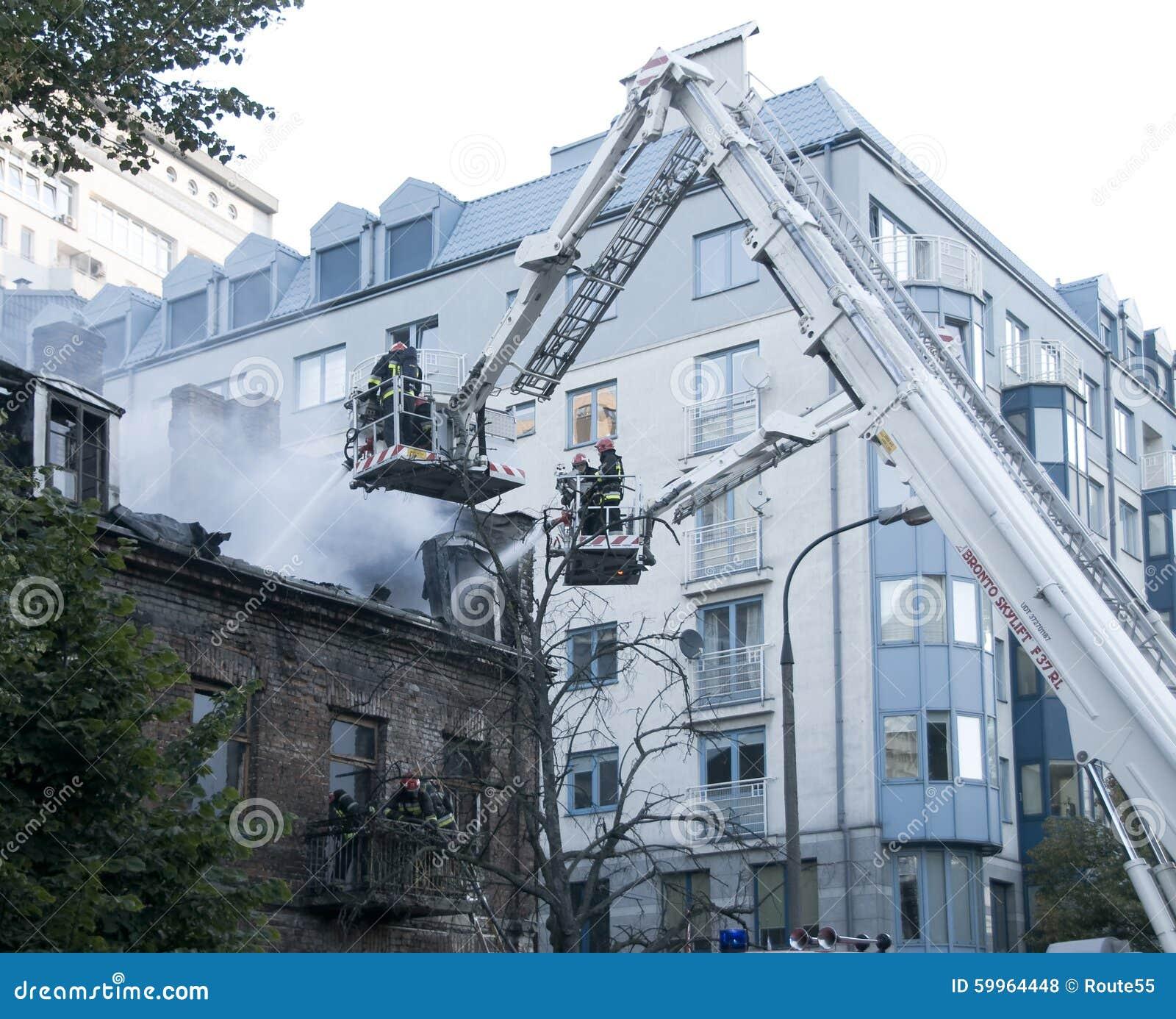 Feuerwehrmänner in der Tätigkeit