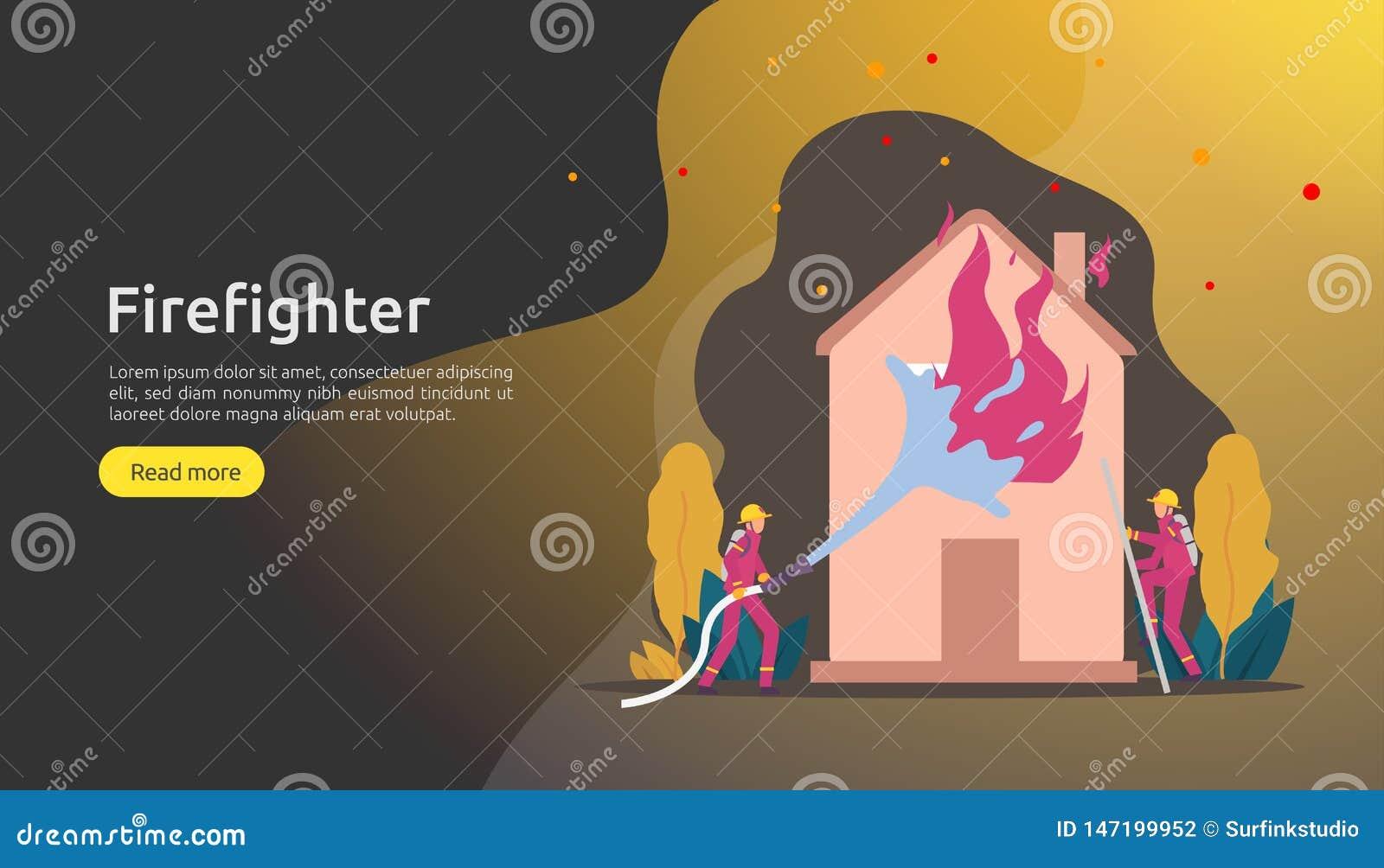 Feuerwehrmann, der Wasserspray vom Schlauch für brennendes Haus der Feuerbekämpfung verwendet Feuerwehrmann in der Uniform, Feuer