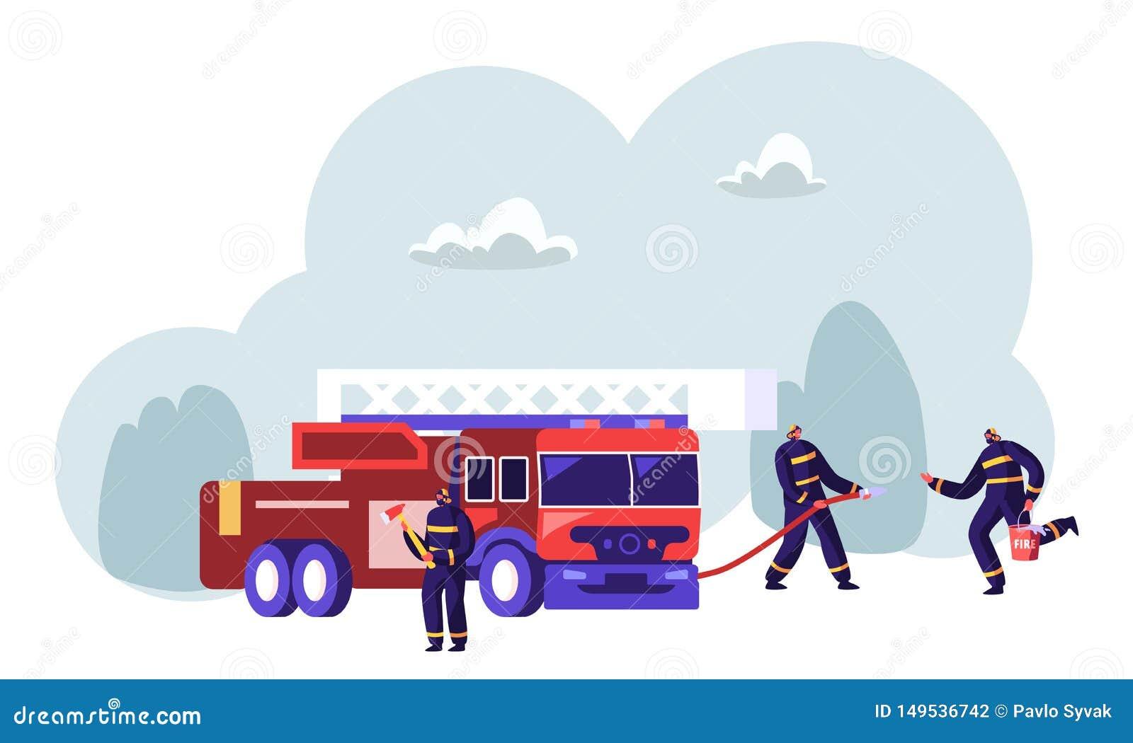 Feuerwehrmann-Team nahe Feuerwehrmann-LKW-Holding-Axt in den H?nden, die Wasser vom Schlauch, Wasser im Eimer holend spr?hen