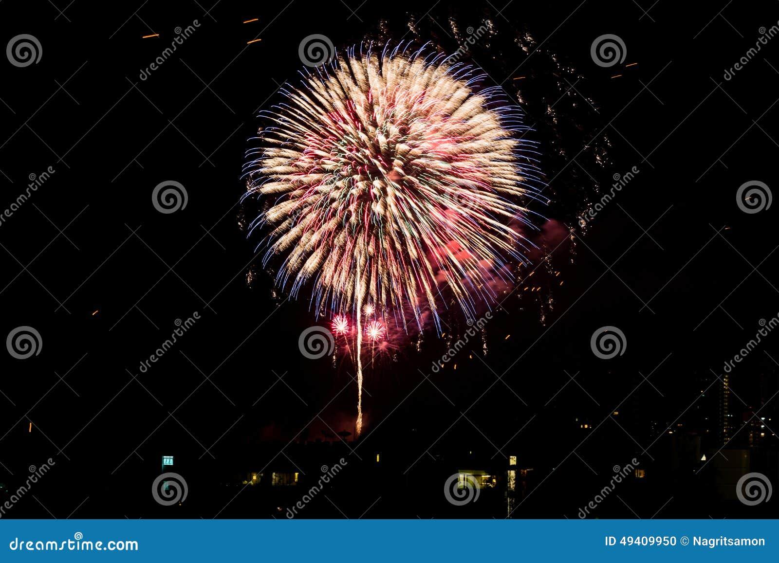 Download Feuerwerke Leuchten Dem Himmel Stockfoto - Bild von juli, geburtstag: 49409950