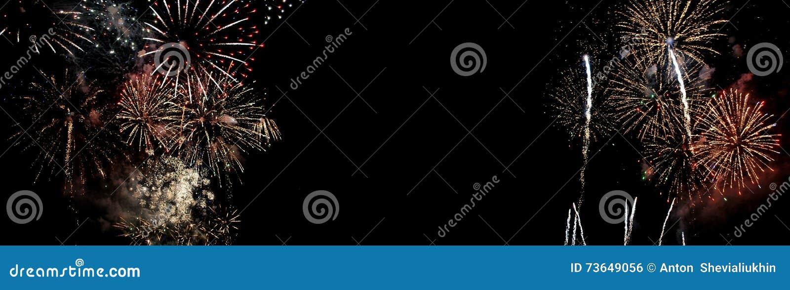 Feuerwerke lokalisiert auf schwarzem Hintergrund