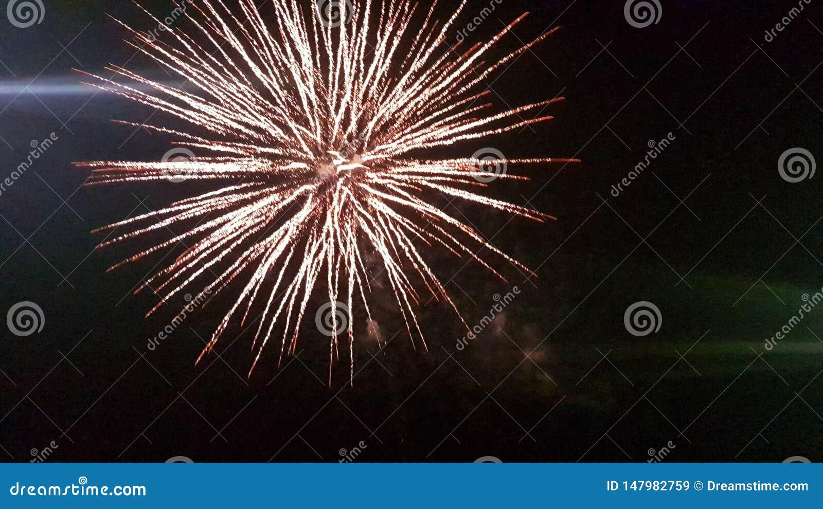 Feuerwerke nachts