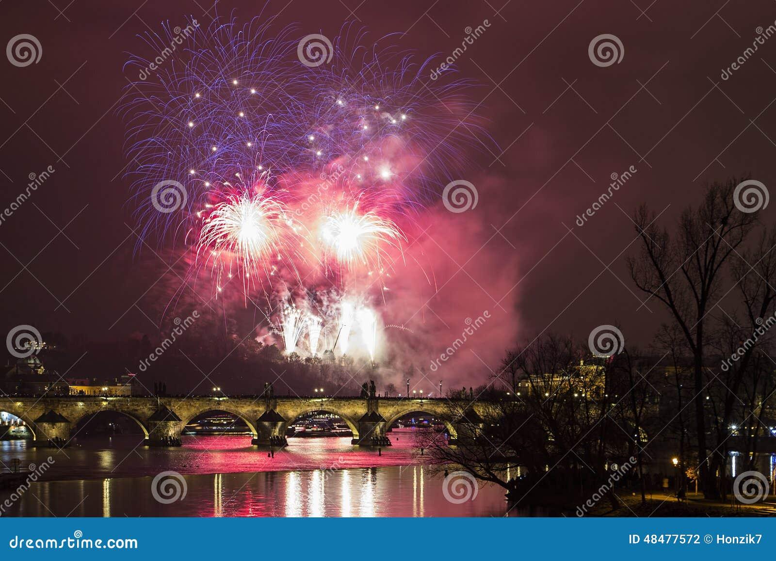 Feuerwerke neuen Jahres Prags