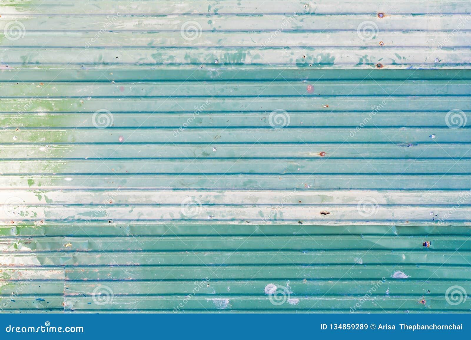 Feuillard en acier galvanisé ondulé de fer de couleur verte avec la surface rouillée pour la texture et le fond