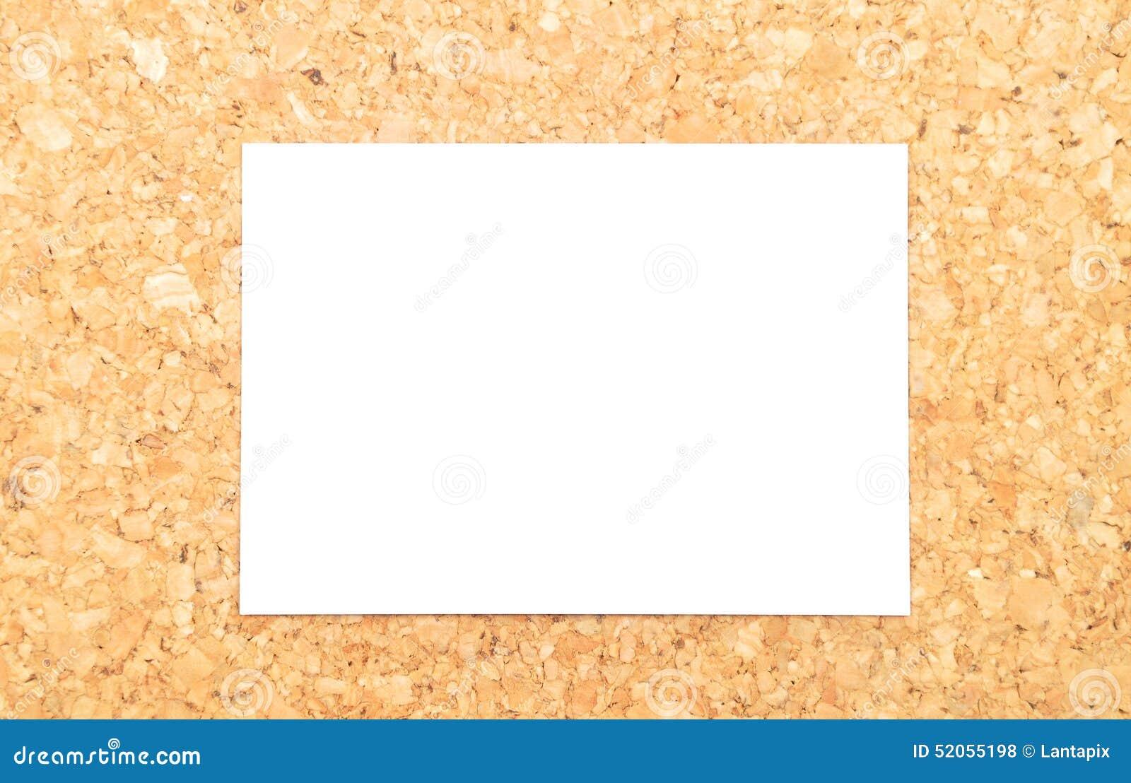 Feuille de papier sur le liège