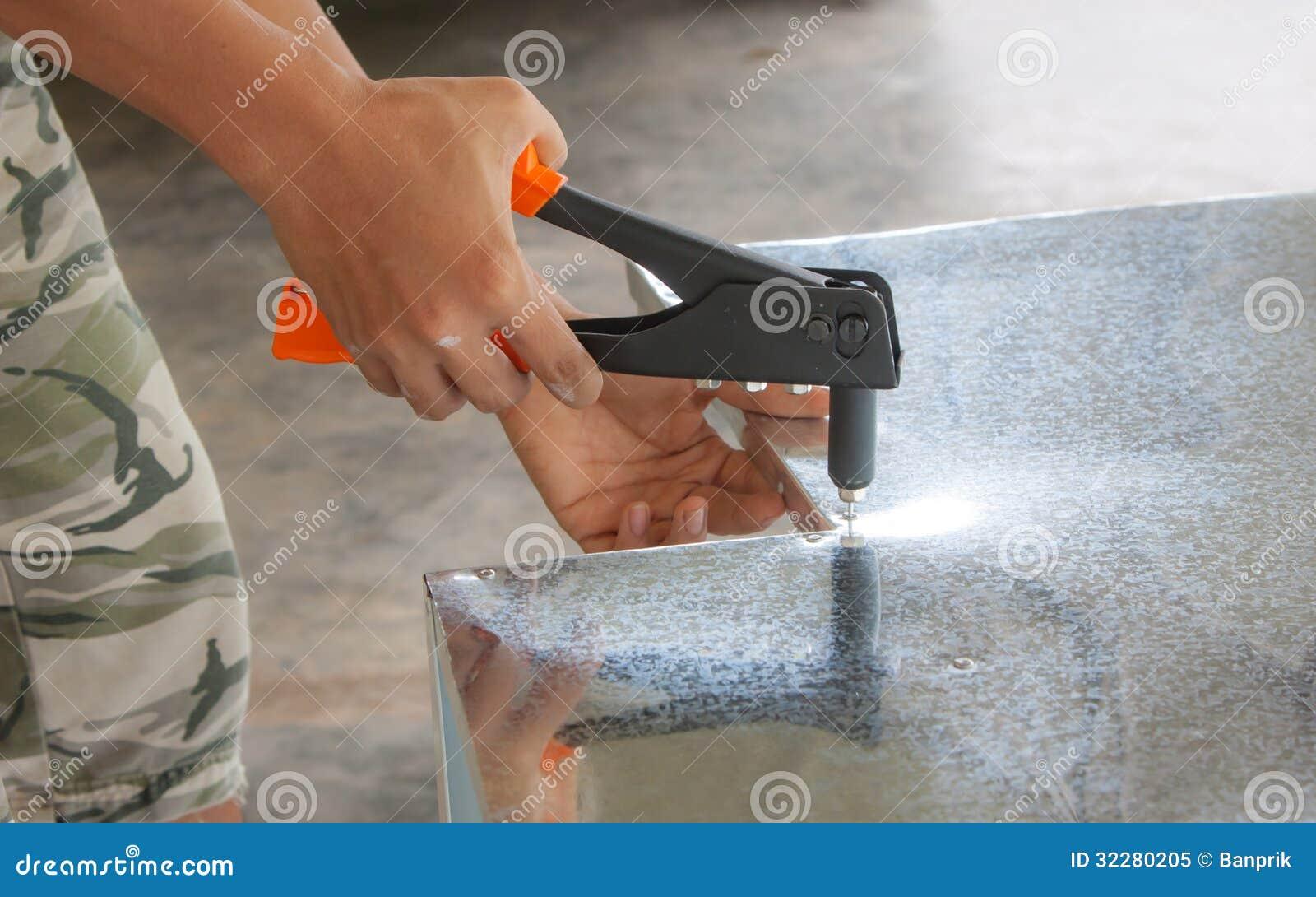 Feuille De Zinc Pour Cuisine feuille de zinc de rivet image stock. image du rivet - 32280205