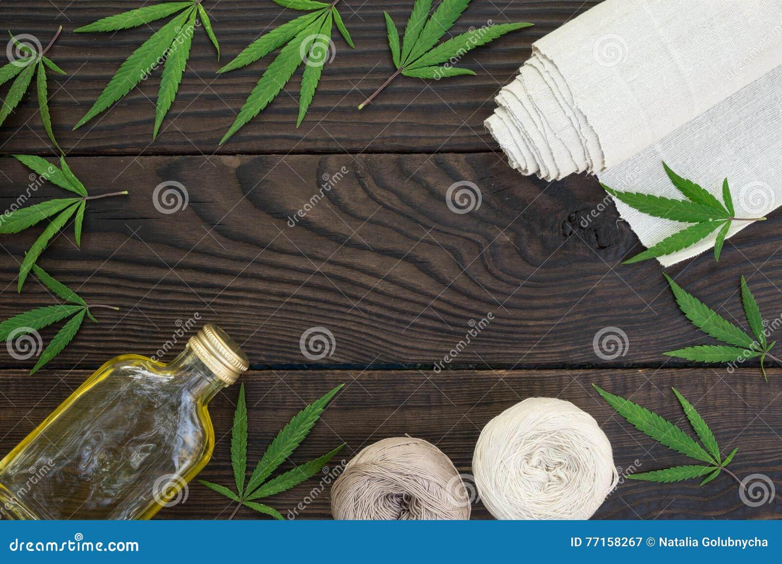 Feuilles des cannabis, d une bouteille d huile de chanvre et des embrouillements du fil o