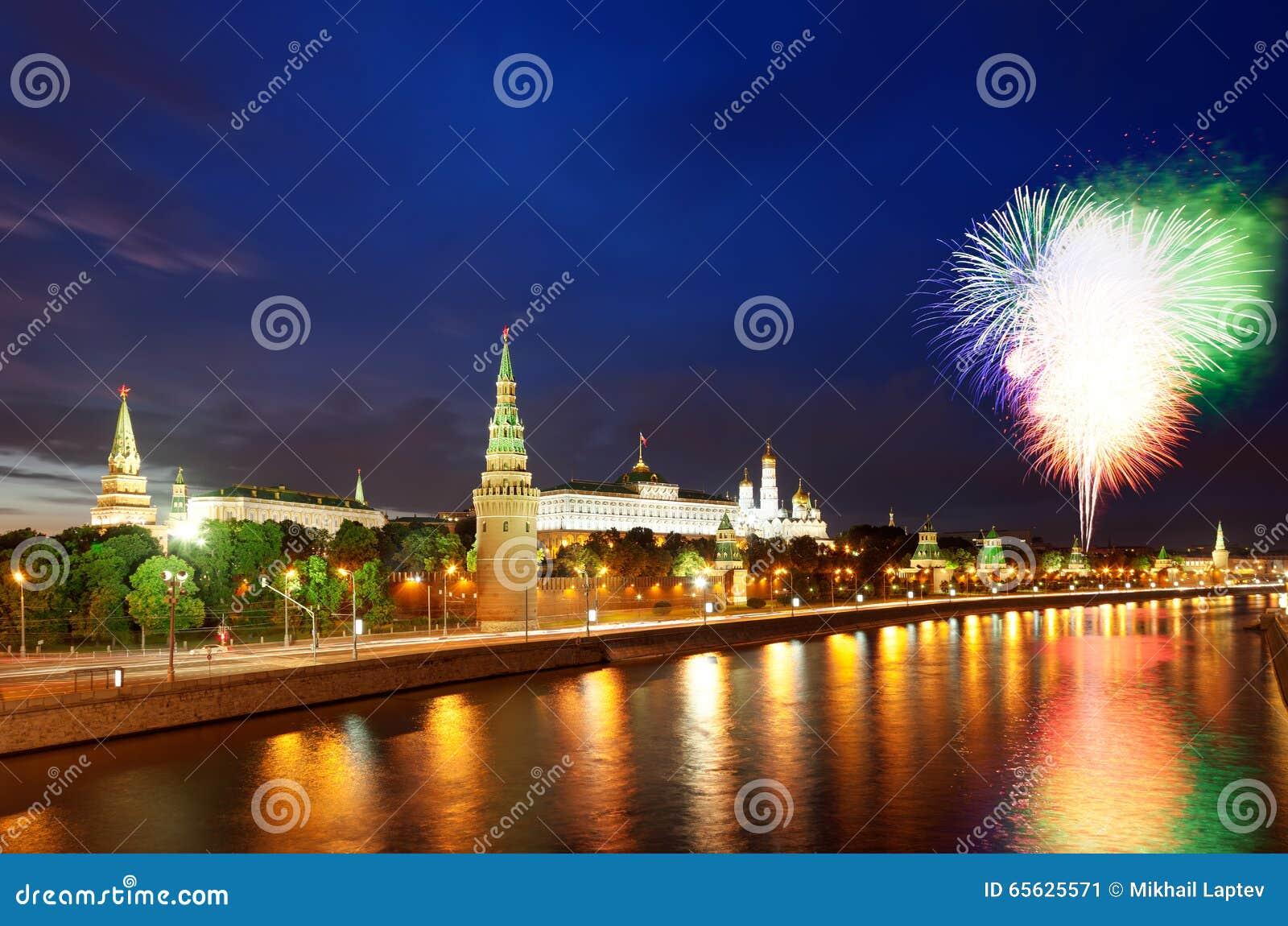 Feux d artifice au-dessus de Moscou Kremlin