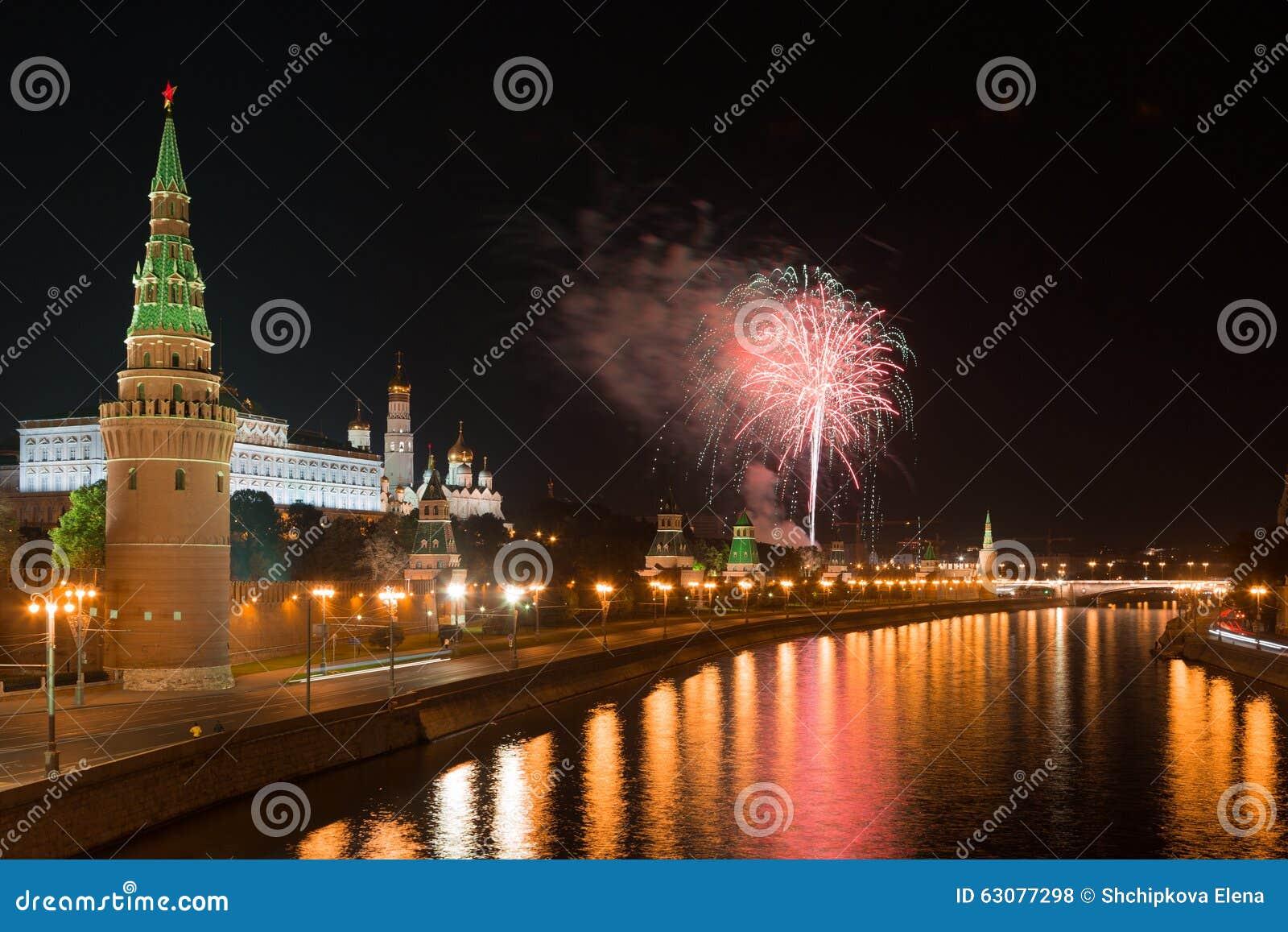 Download Feux D'artifice De Fête Au-dessus De Moscou Kremlin Photo stock - Image du fireworks, festive: 63077298