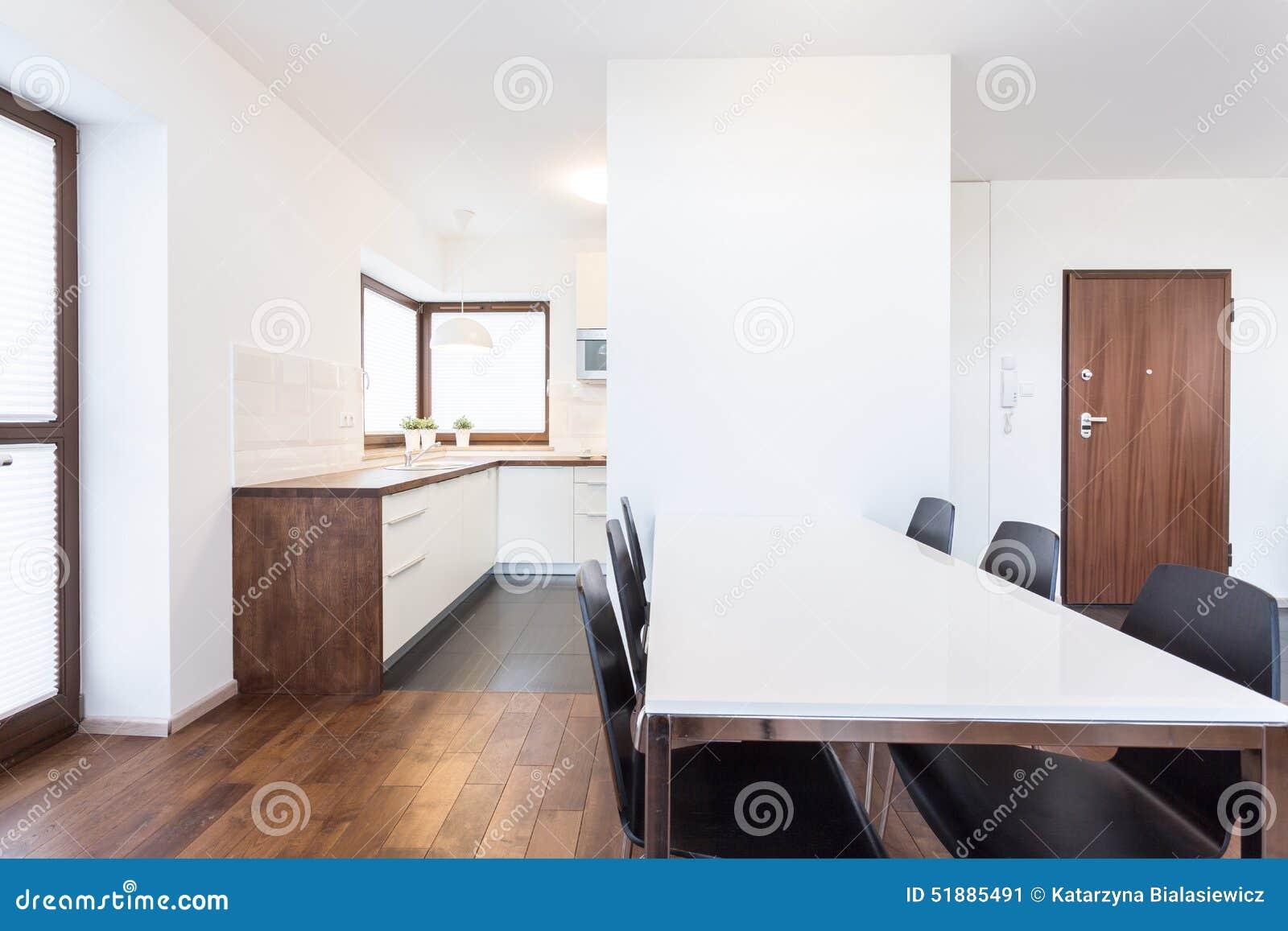 küche offen auf esszimmer stockfoto - bild: 47397792