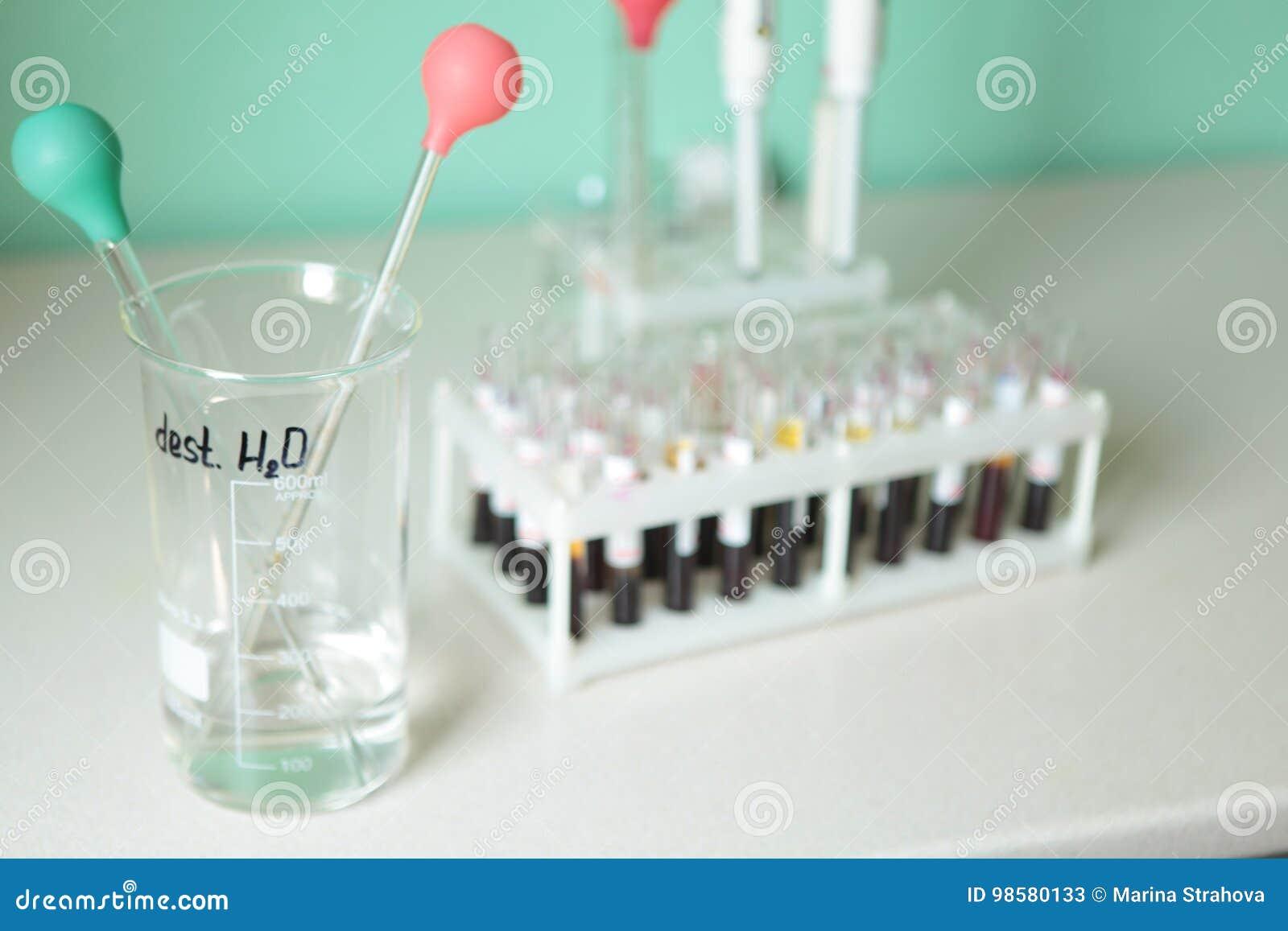 Fiala medica sulla tavola, prove, diagnosi