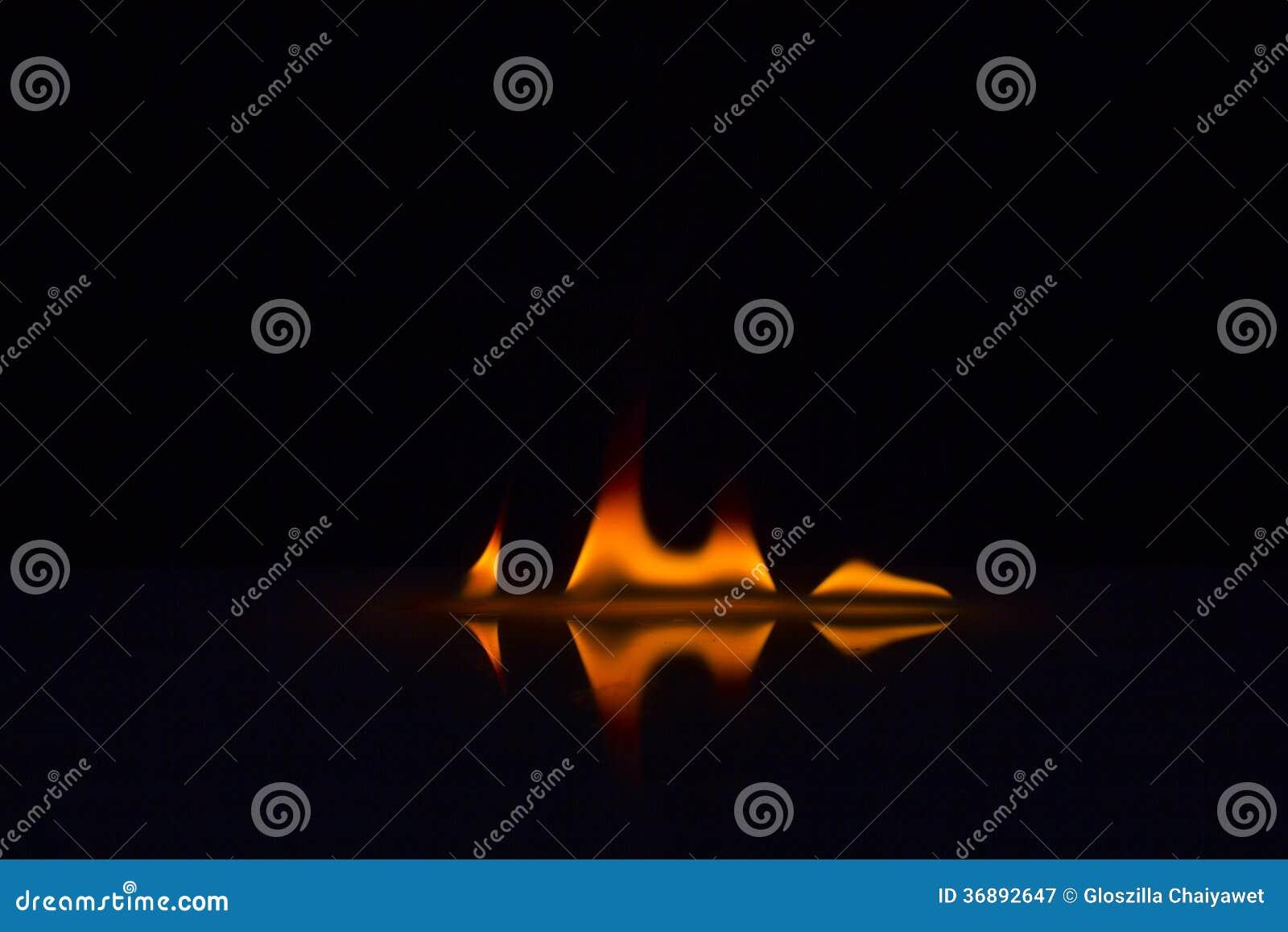 Download Fiamme Del Fuoco Su Un Fondo Immagine Stock - Immagine di ardere, particolare: 36892647