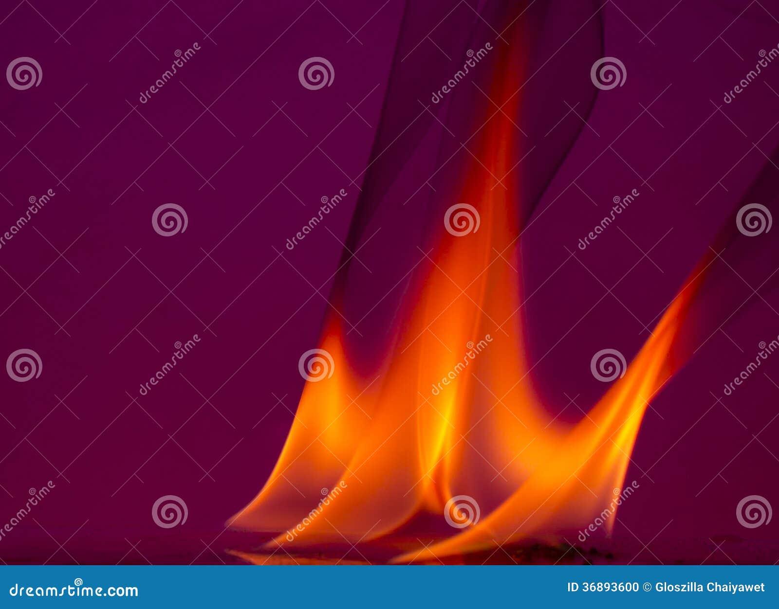 Download Fiamme Del Fuoco Su Un Fondo Fotografia Stock - Immagine di nero, esplosione: 36893600