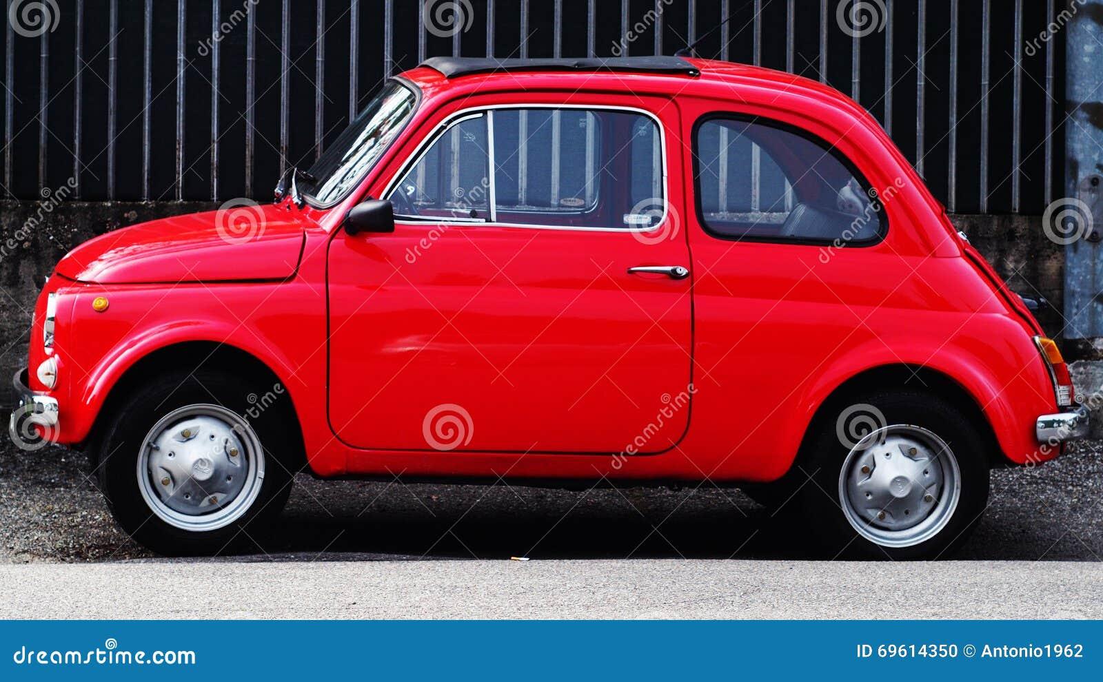 Fiat 500l L Foto De Stock Imagem De 500l Fiat 69614350