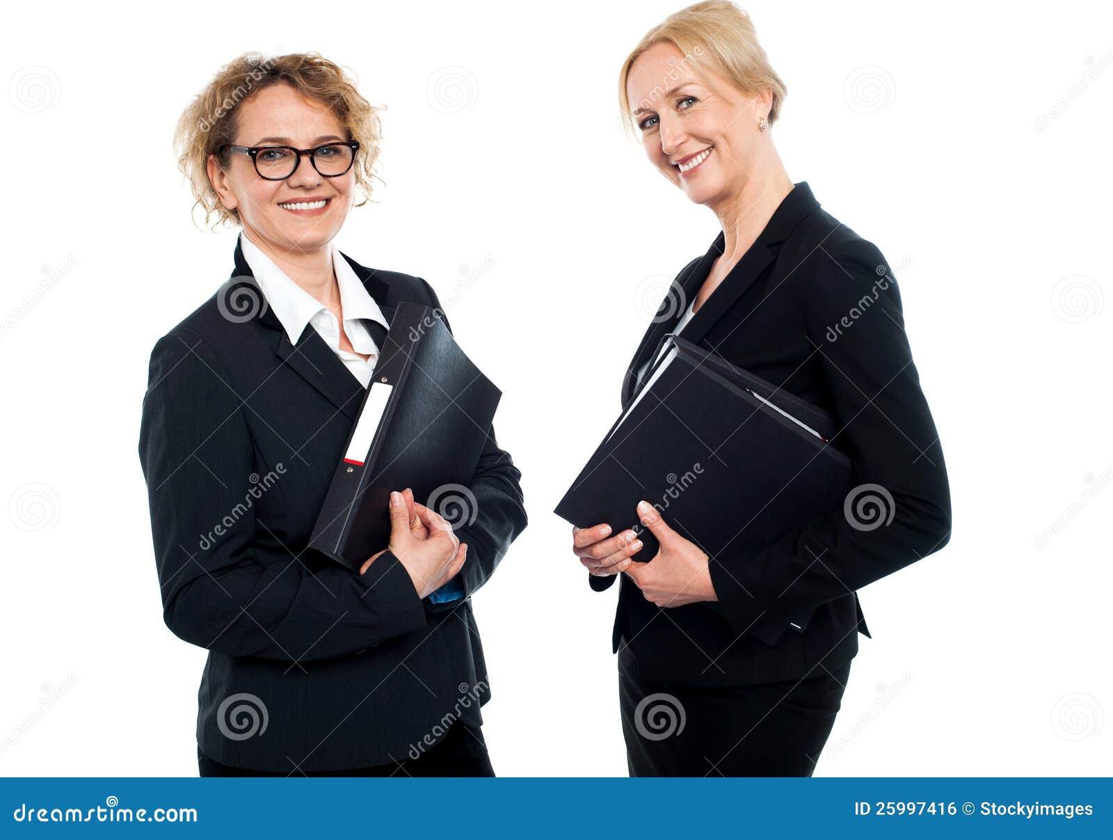 Fichiers de recopie âgés moyens heureux de femelles d affaires