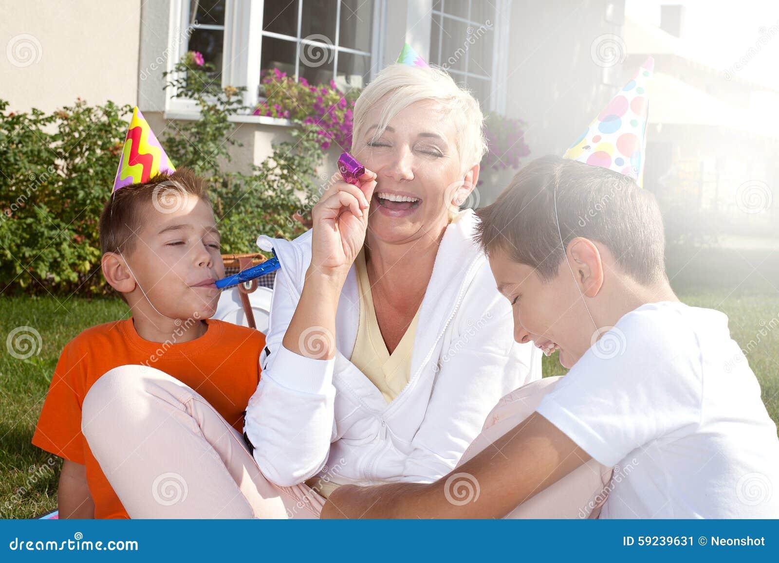 Download Fiesta De Cumpleaños De La Familia Imagen de archivo - Imagen de cumpleaños, alegre: 59239631