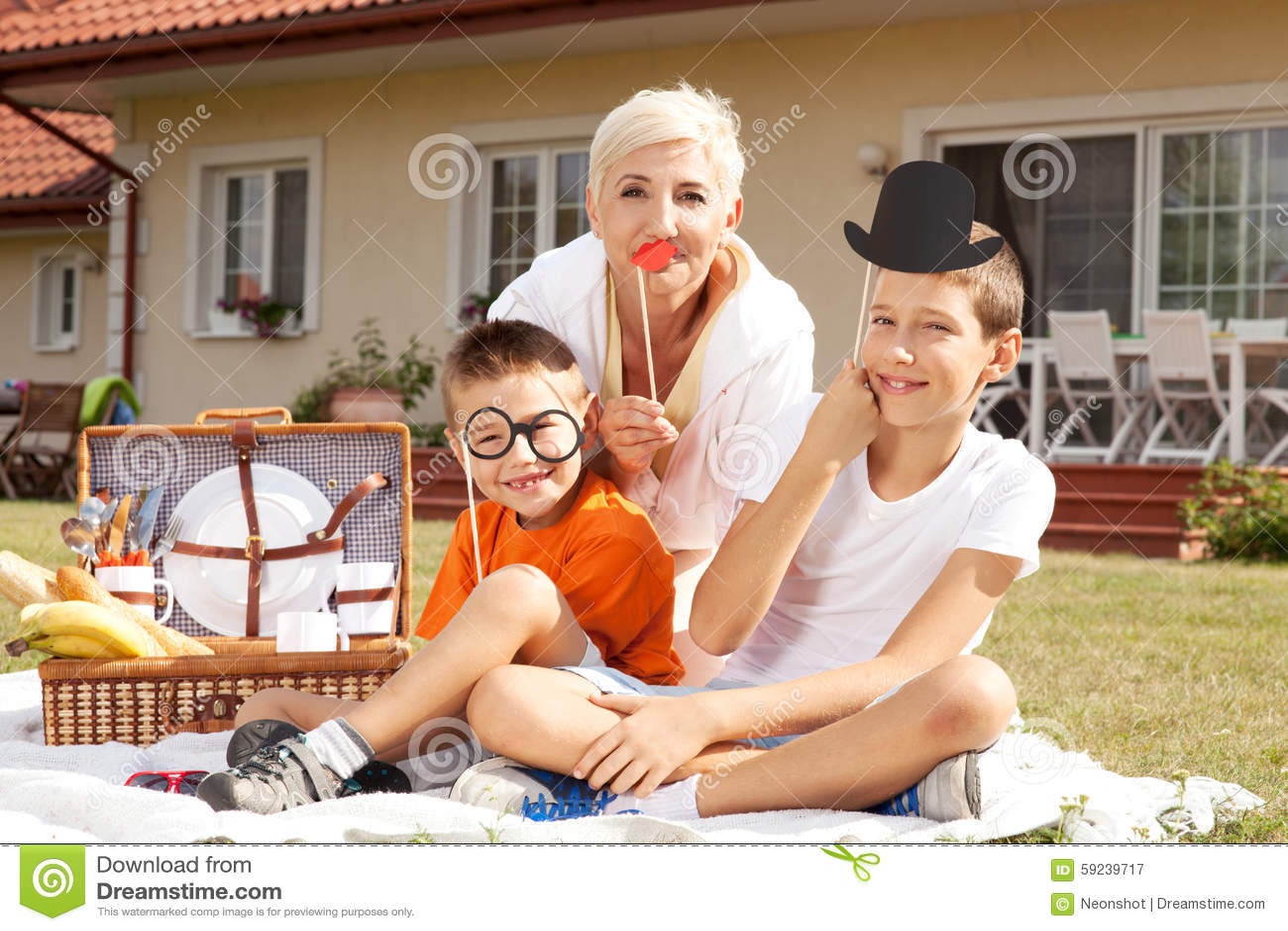 Download Fiesta De Cumpleaños De La Familia Imagen de archivo - Imagen de afuera, childcare: 59239717
