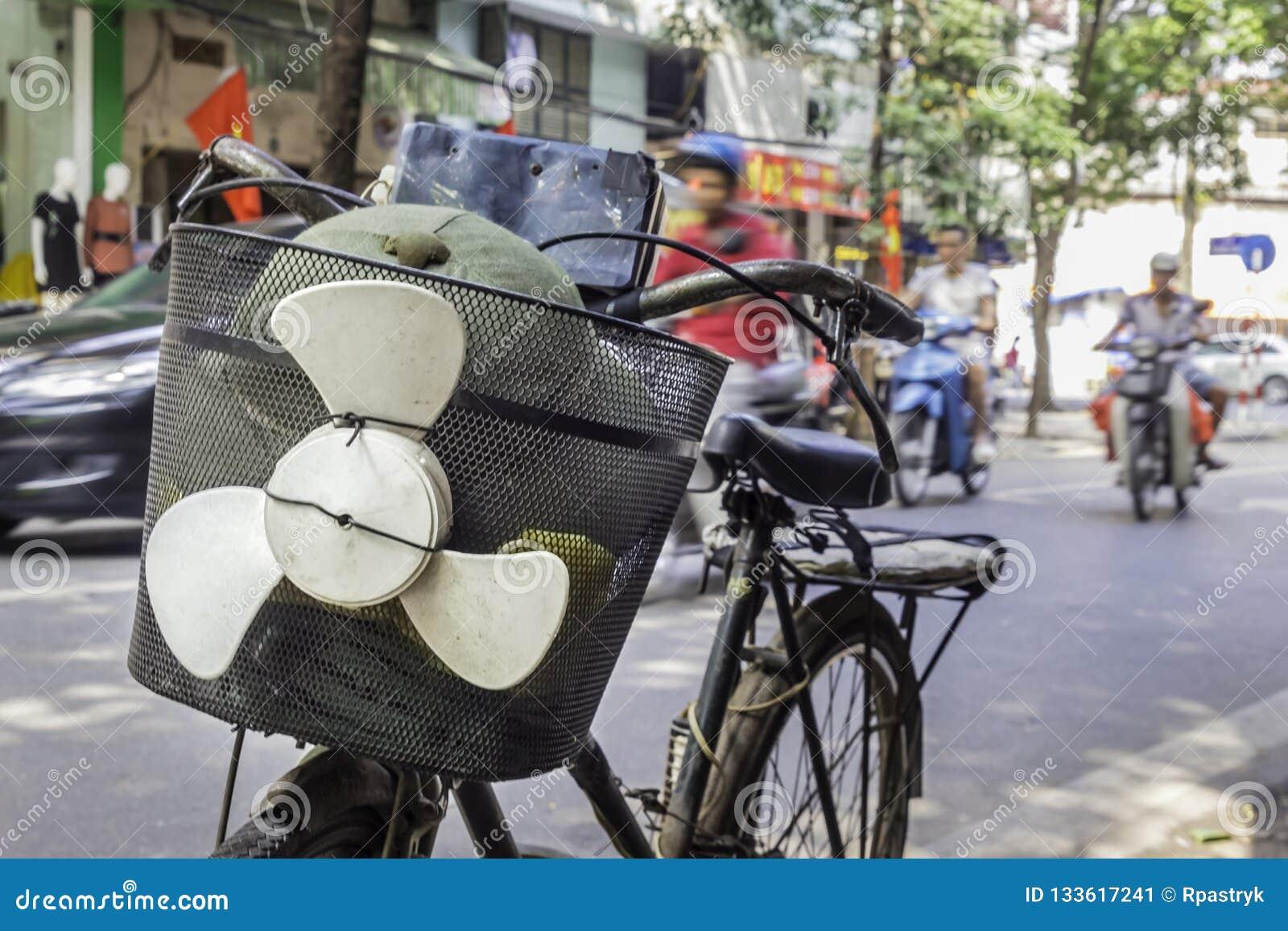 Fiets met grappige propeller in Hanoi, Vietnam