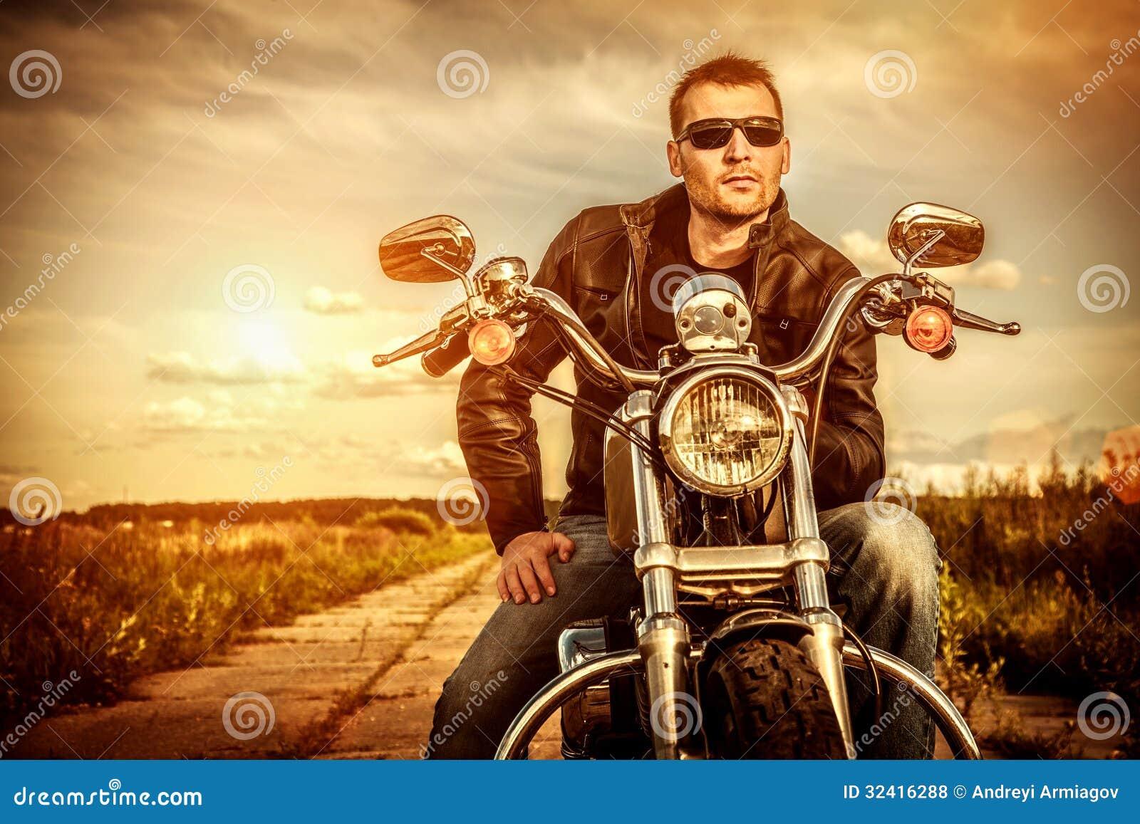 Fietser op een motorfiets