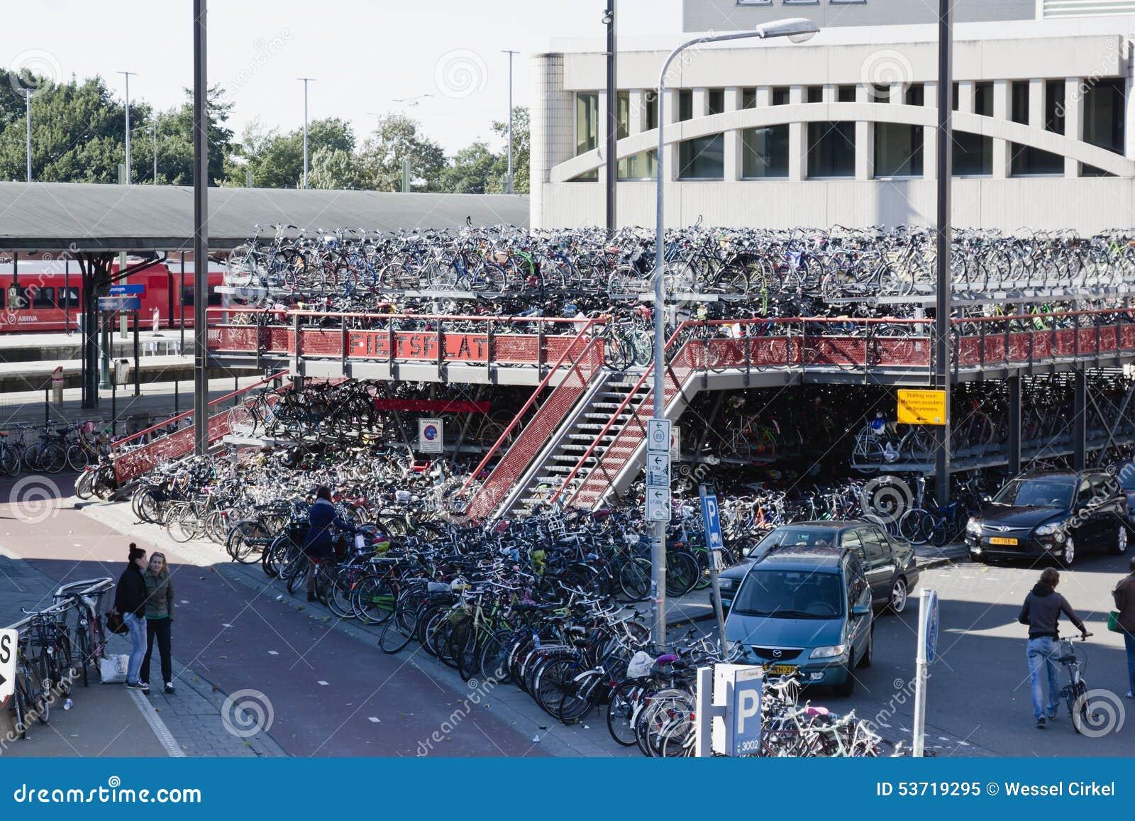 Fietsparkeren, Groninger-Station, Nederland
