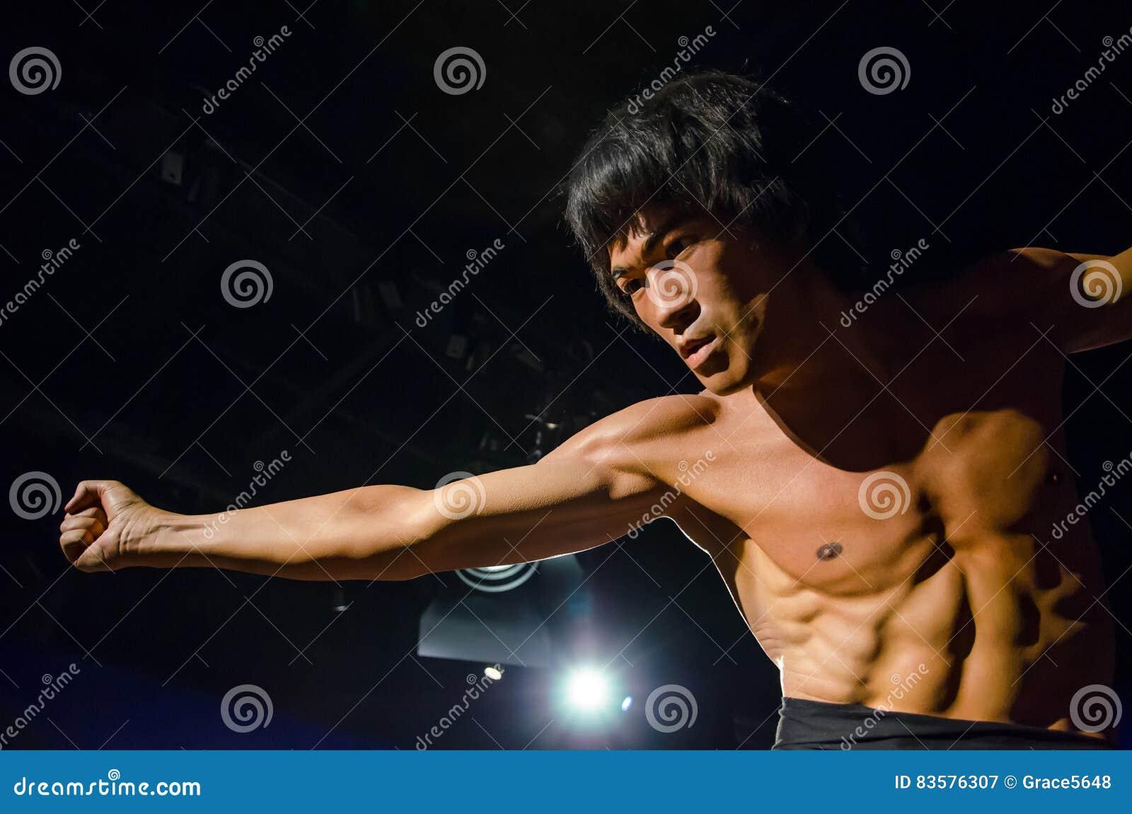 A figura de cera de Bruce Lee na senhora Tussauds Singapore