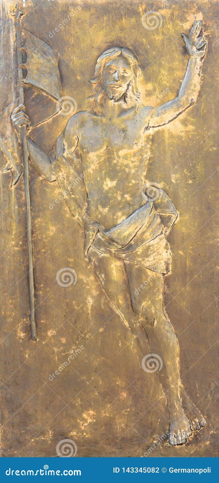Figura de Jesus Christ en el bajorrelieve de bronce
