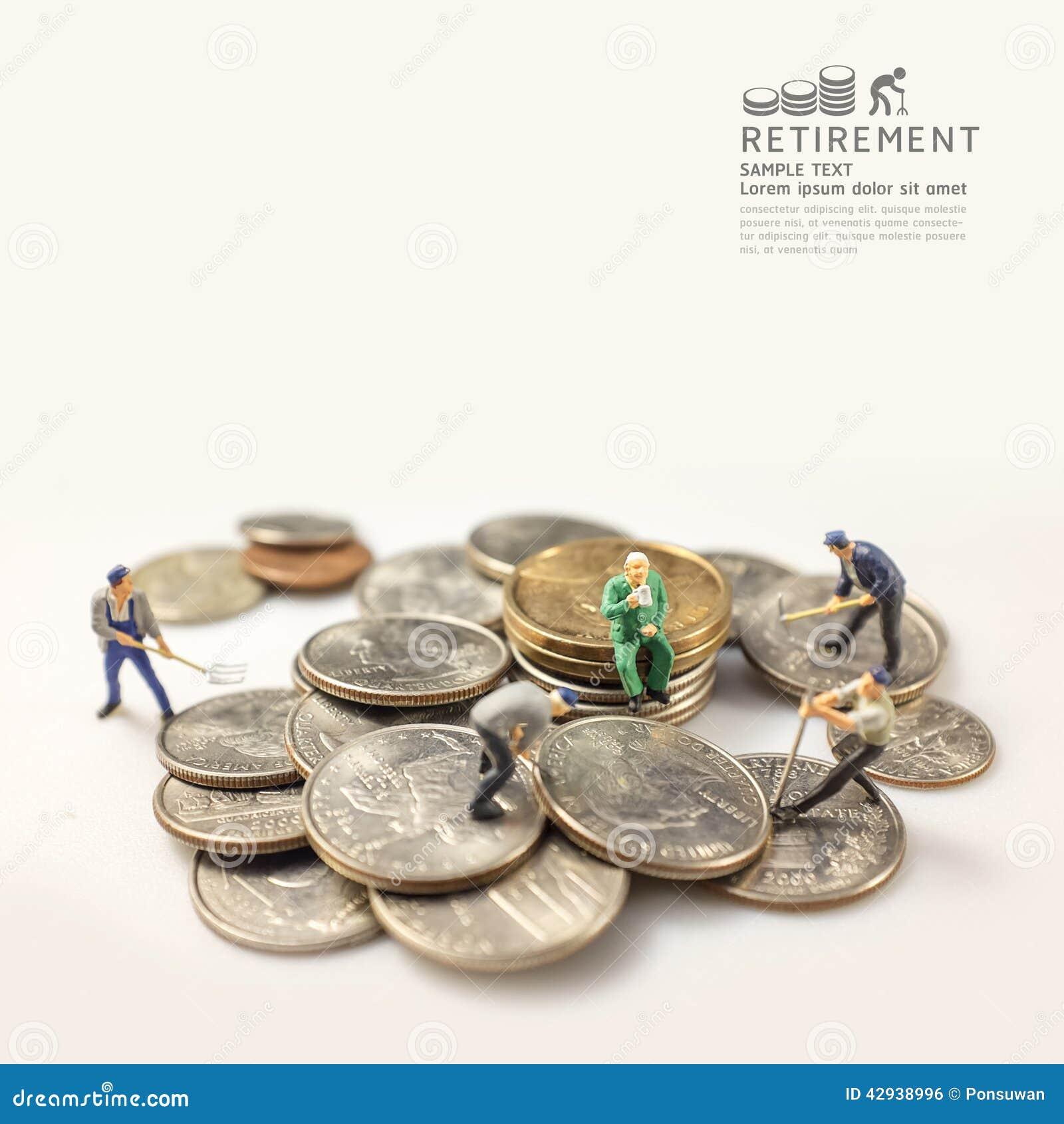 Figura miniatura del hombre de negocios después del tono caliente del concepto del retiro