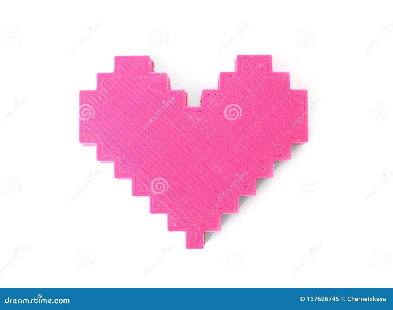 Figura plástica del corazón en el fondo blanco