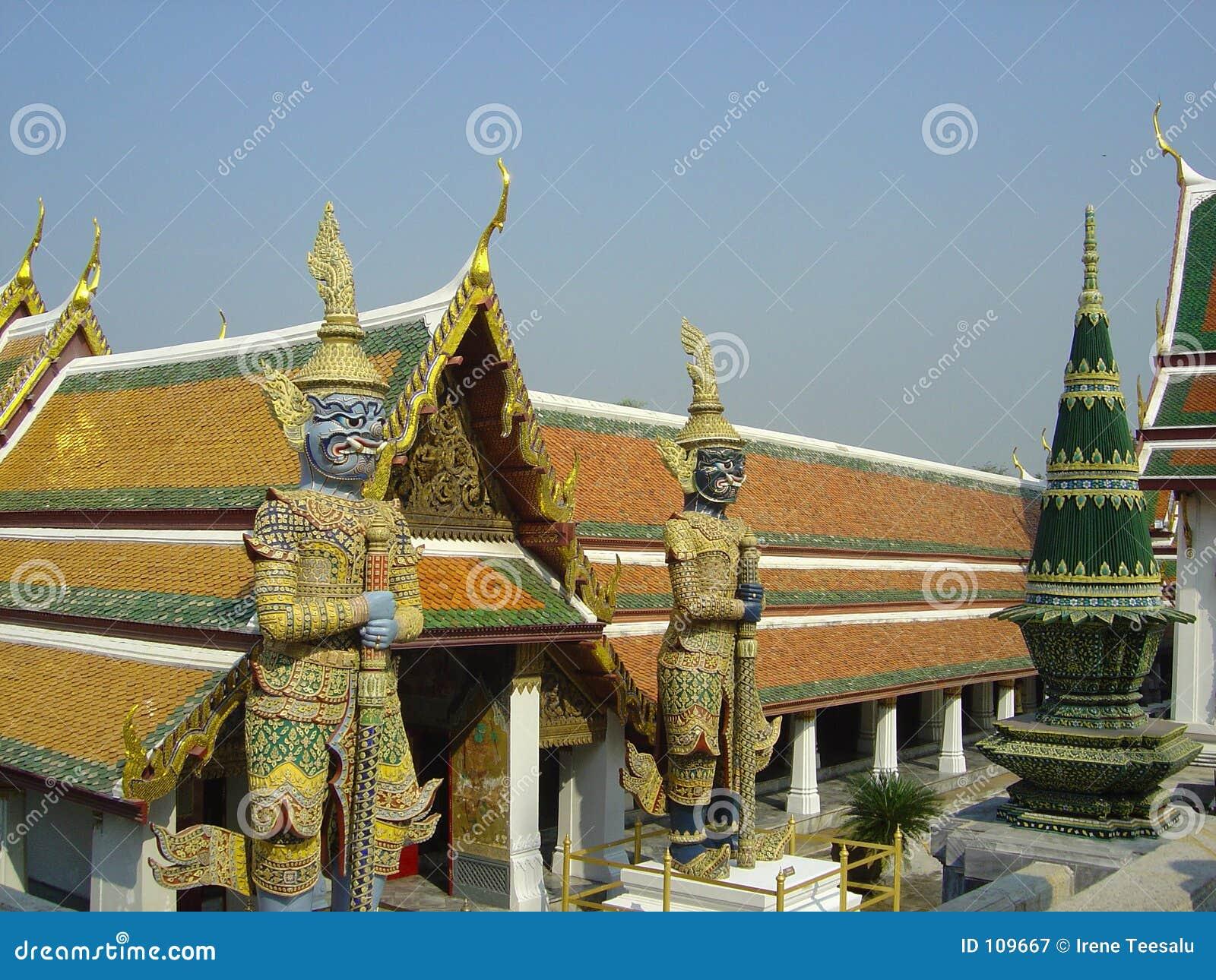 Figuras no grande palácio Banguecoque