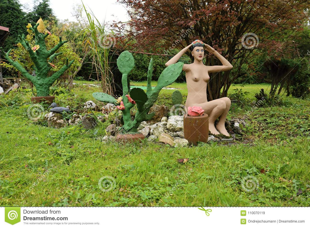 Removed Nude women of tihiti