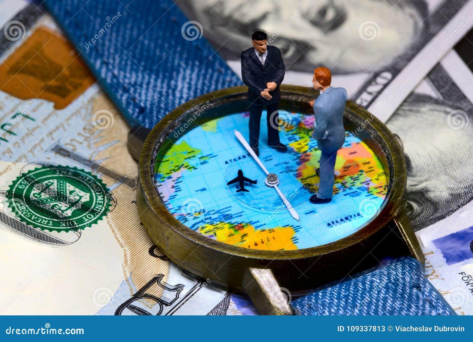 2 figurines бизнесменов в срок и предпосылка денег принципиальная схема дела всемирная