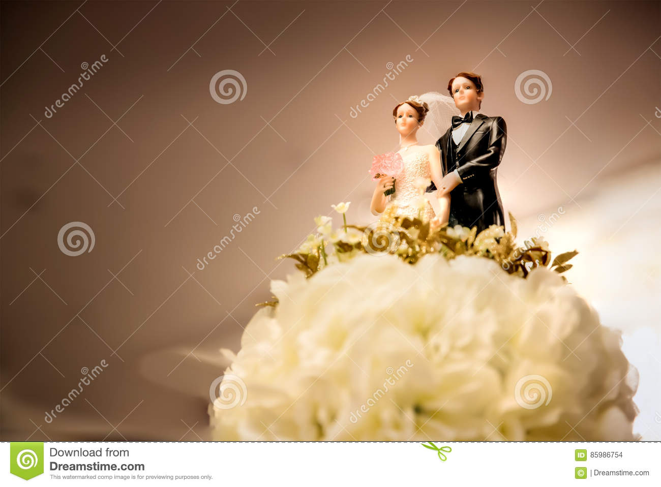 Figurines Of The Bride And Groom On A Wedding Cake Stock Photo ...