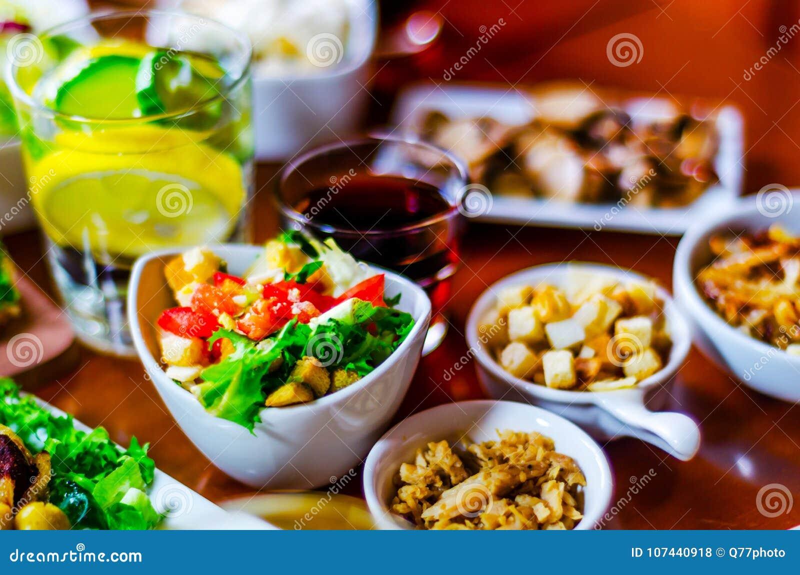 comer porciones pequeñas de dieta