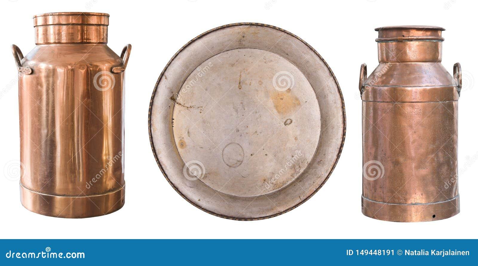 Fije de artículos antiguos hermosos, de marcos, de dos latas de cobre viejas de la leche y de una placa de metal retro vendimia A