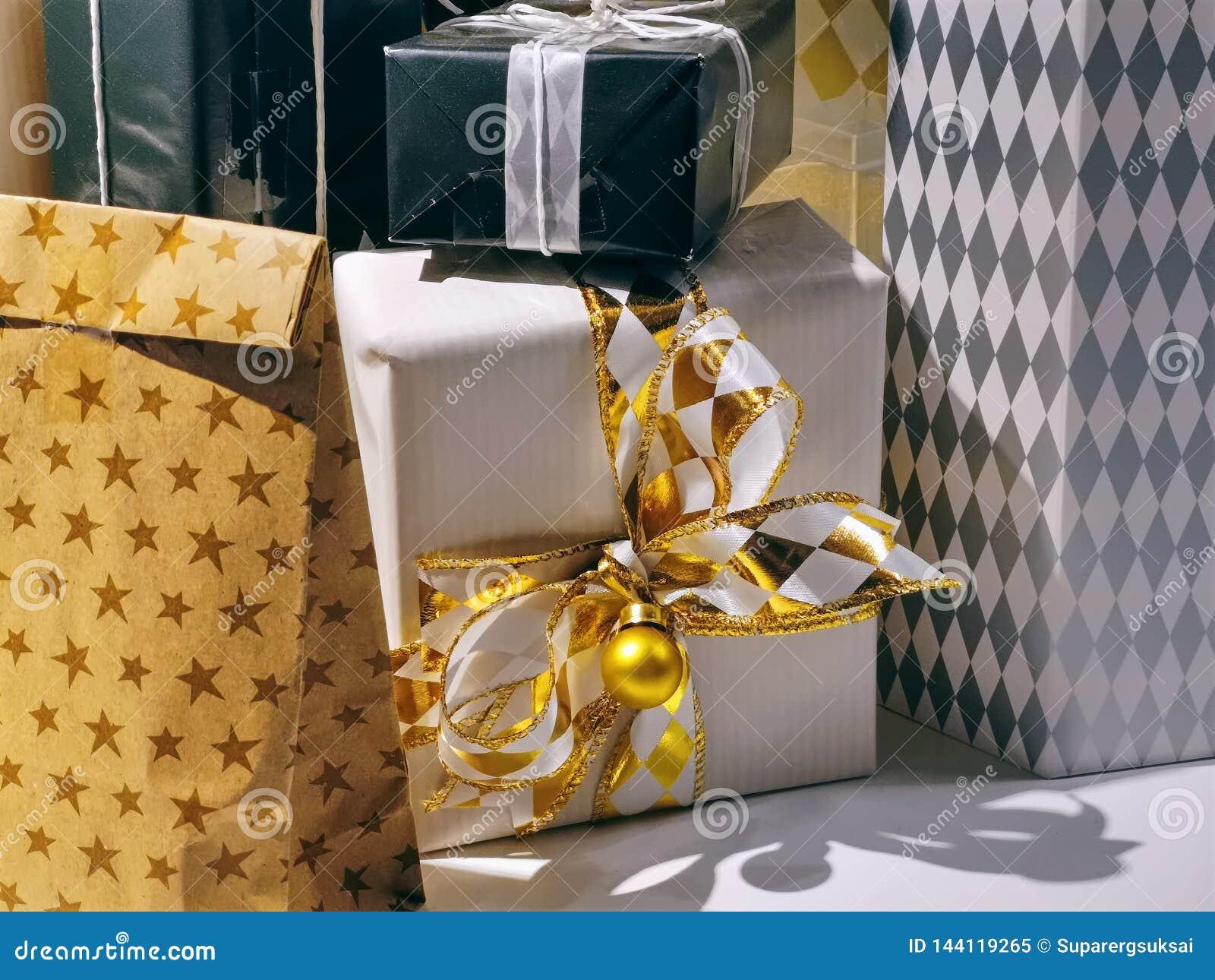 Fije de las cajas de regalo para los acontecimientos especiales