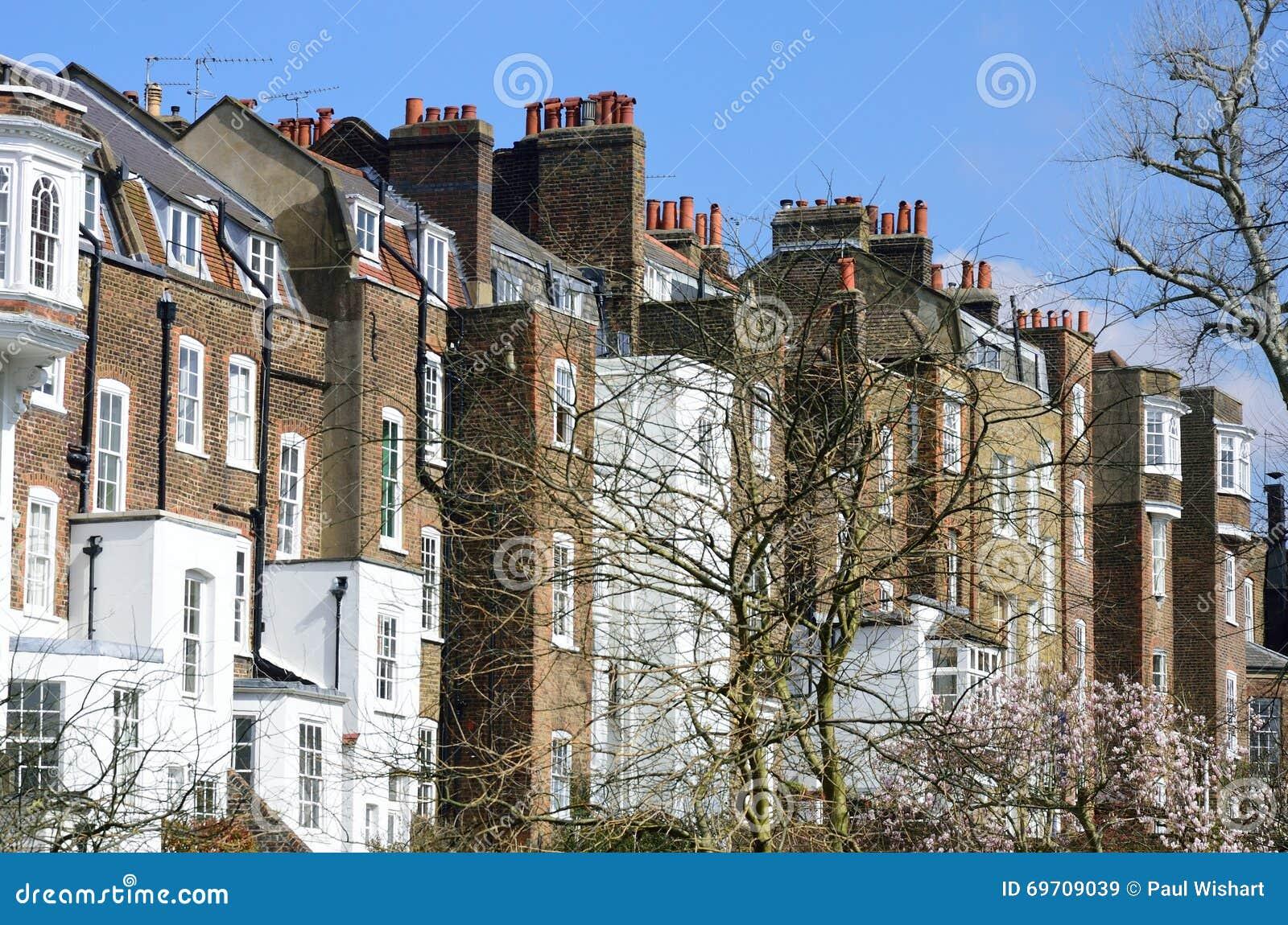 Fila de casas urbanas inglesas grandes imagen de archivo imagen de brit nico configuraci n - Imagenes de casas inglesas ...