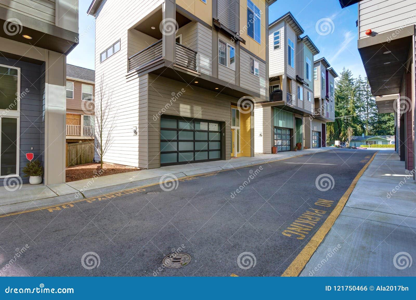Fila de las construcciones de viviendas americanas