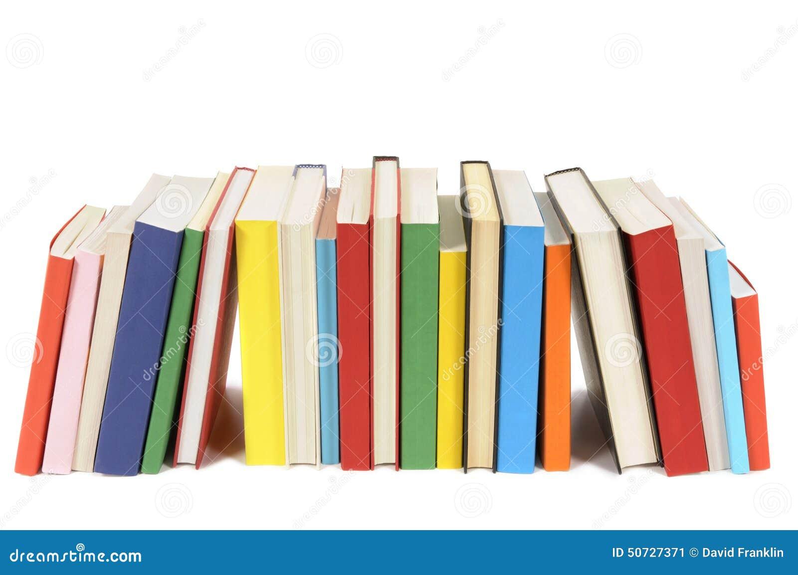 Fila de libros coloridos