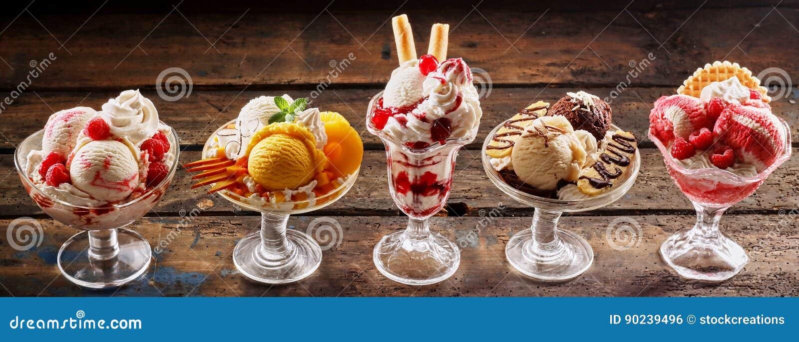 Fila de los postres gastrónomos del helado
