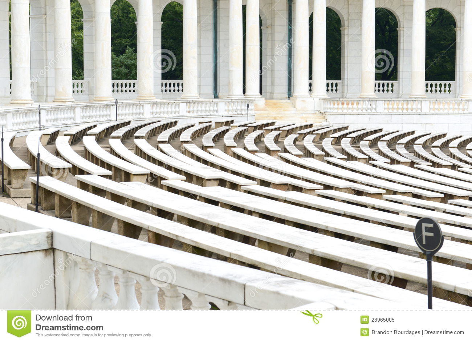 Filary z tyłu amfiteatru