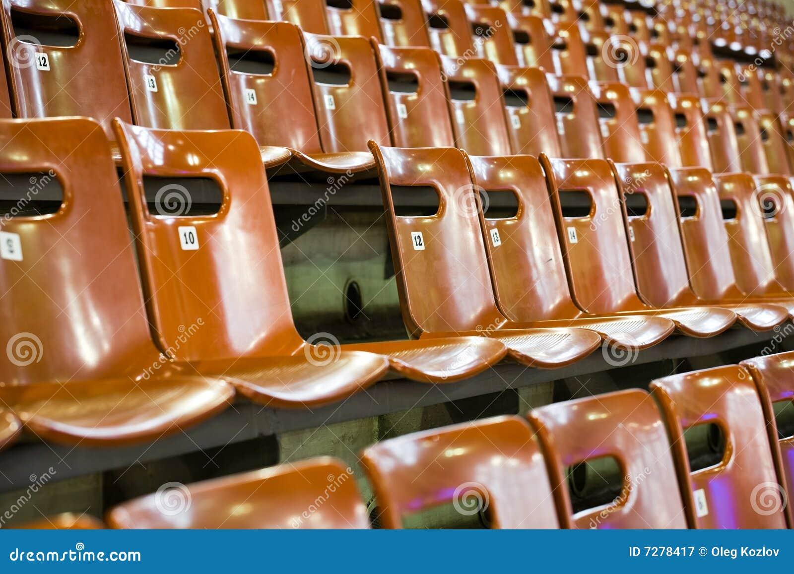 Filas de asientos con el quebrado