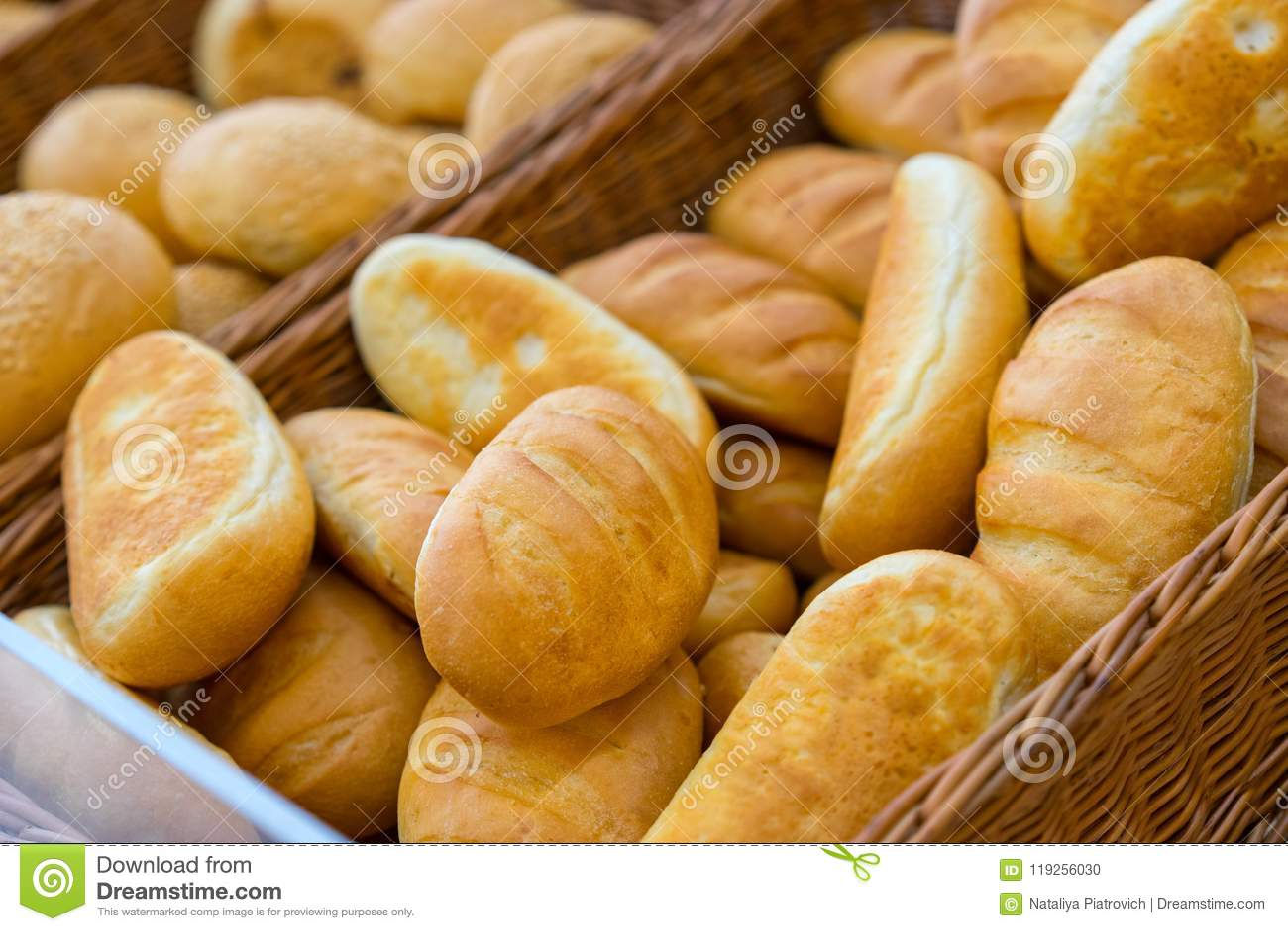File dei pani di recente al forno