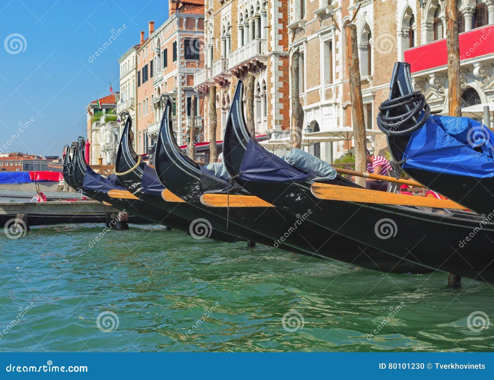 Fileira das gôndola venetian