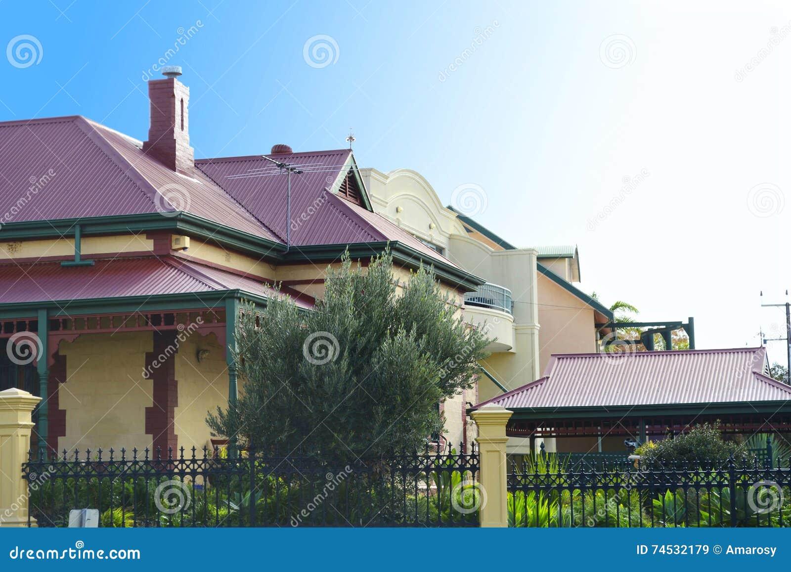 Fileira de casas vitorianos do estilo