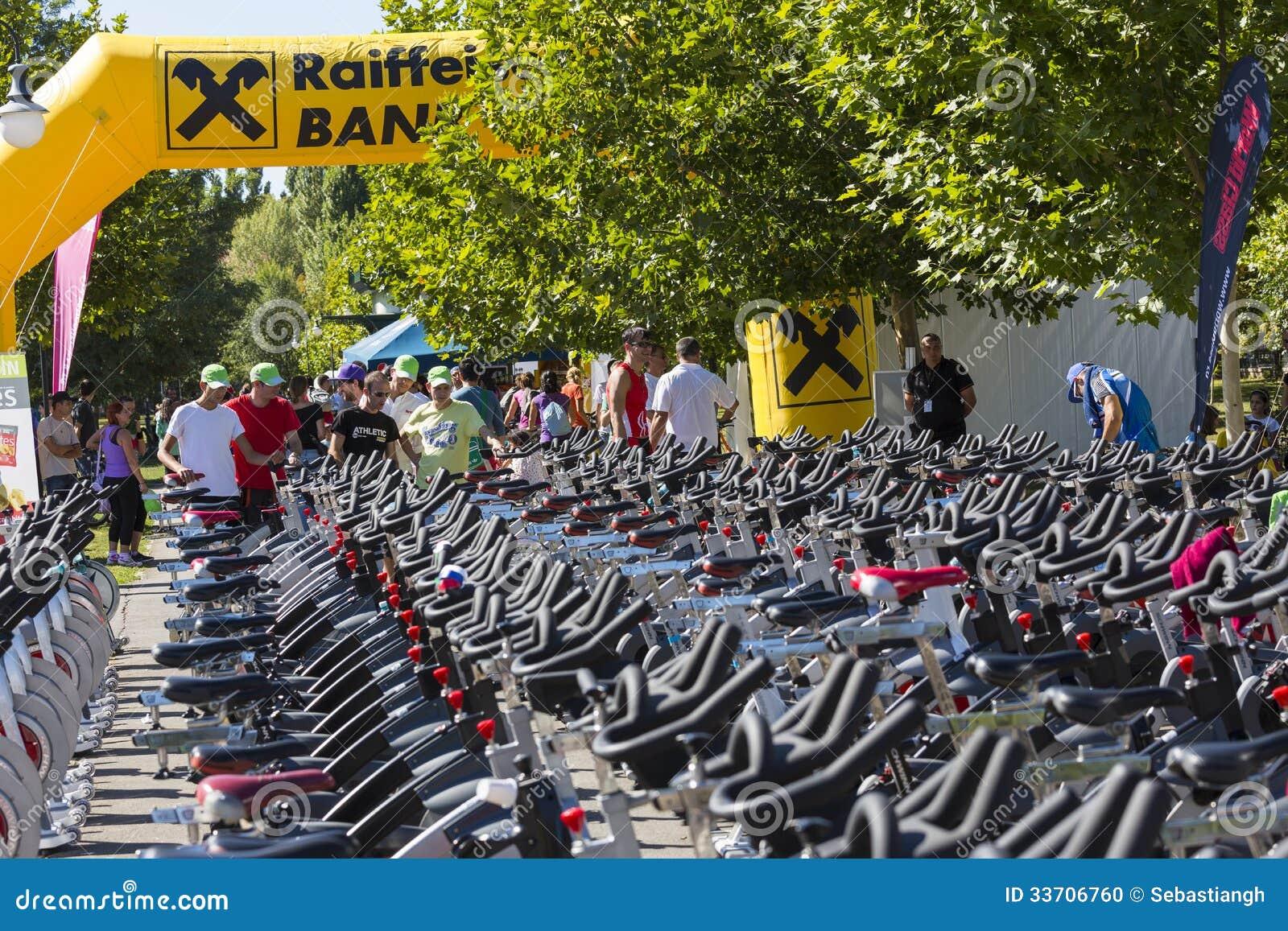 Fileiras de giro estacionárias das bicicletas